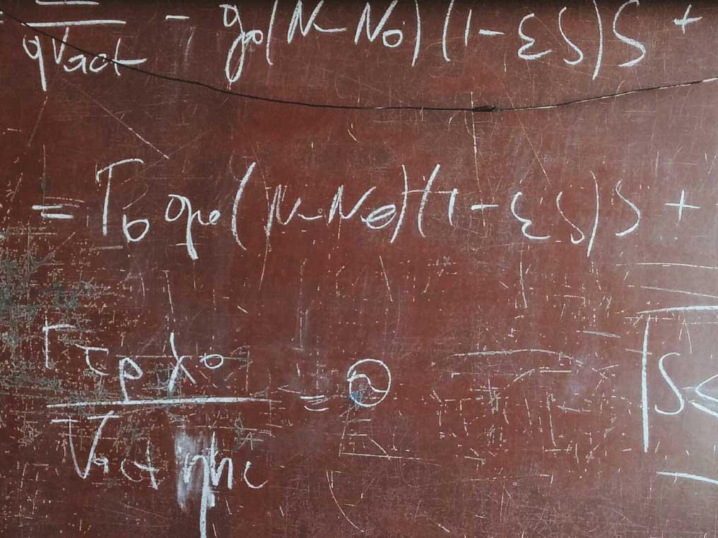 Ekvationer ritade i krita på en tavla