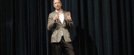 Carl Sundevall föreläser om missbruk och alkohol på arbetsplatsen